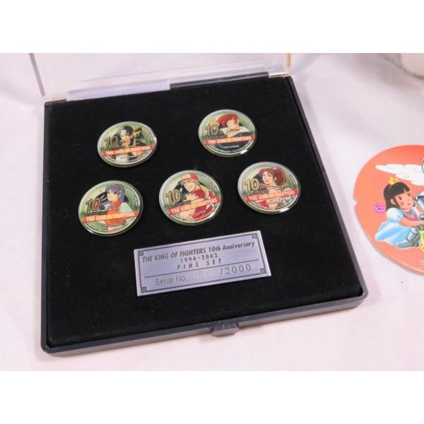 THE KING OF FIGHTERS 10TH ANNIVERSARY PINS SET (SERIAL 0569/2000)